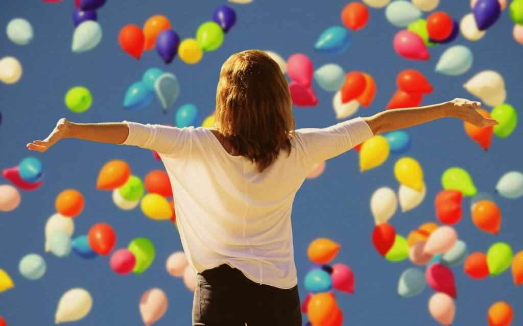 Woman with arms outstretched: How to be confident