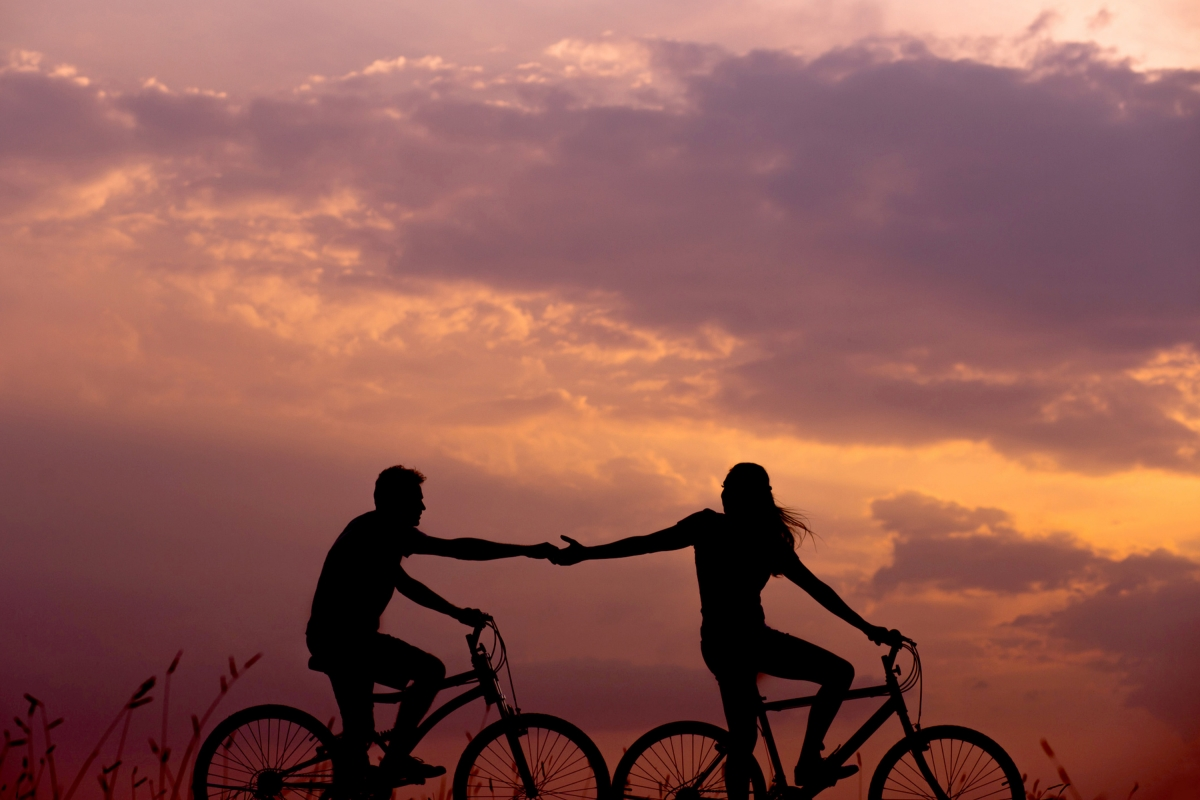 Two people on bicycles: How to achieve financial stability