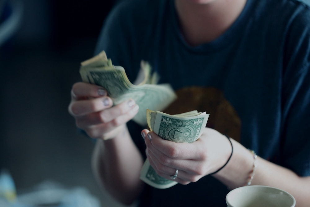 Woman holding banknotes: How to talk about money