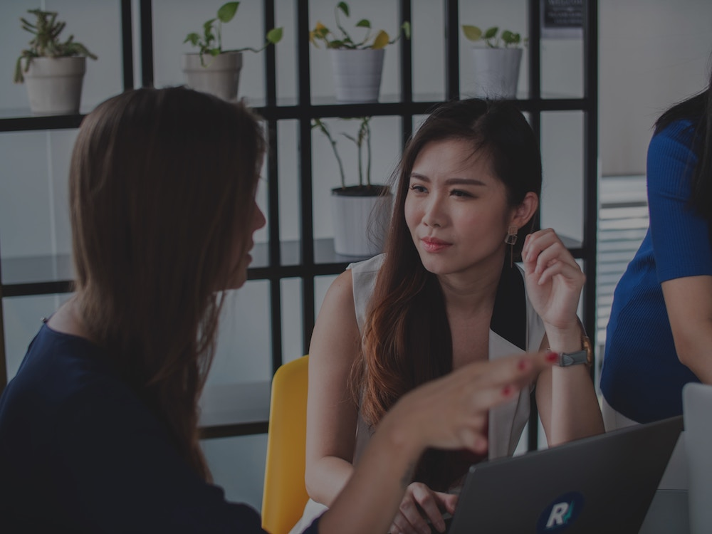 Woman coaching another women: how to help someone who can't make a decision